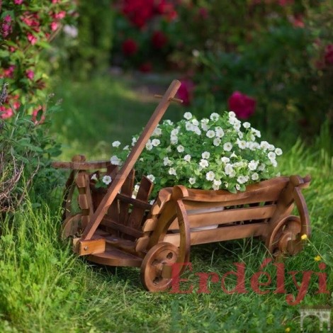 Virágtartó lőcsös szekér